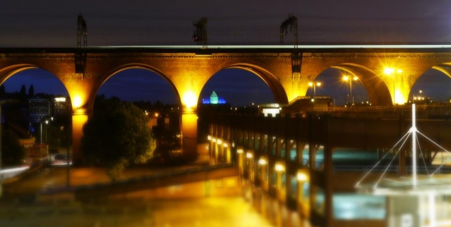 A train passing over Stockport viaduct